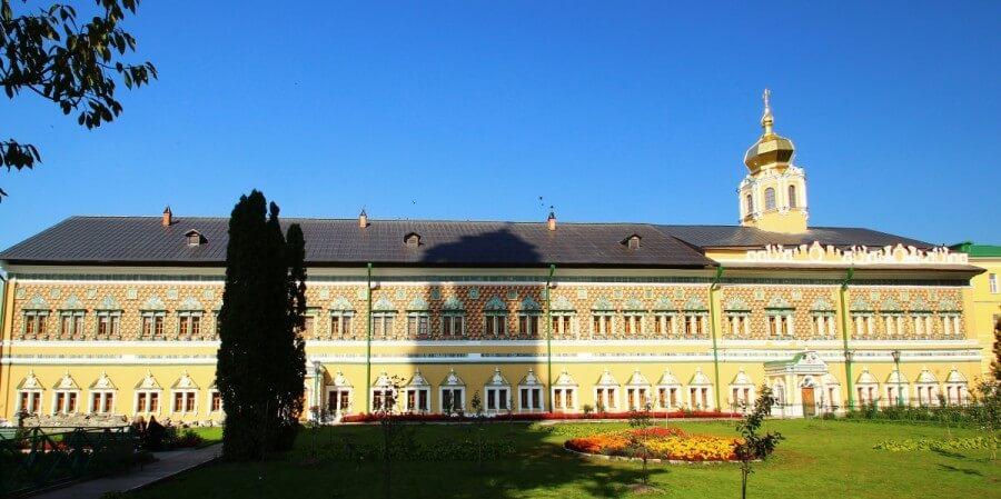 Двухэтажный дворец Царские чертоги