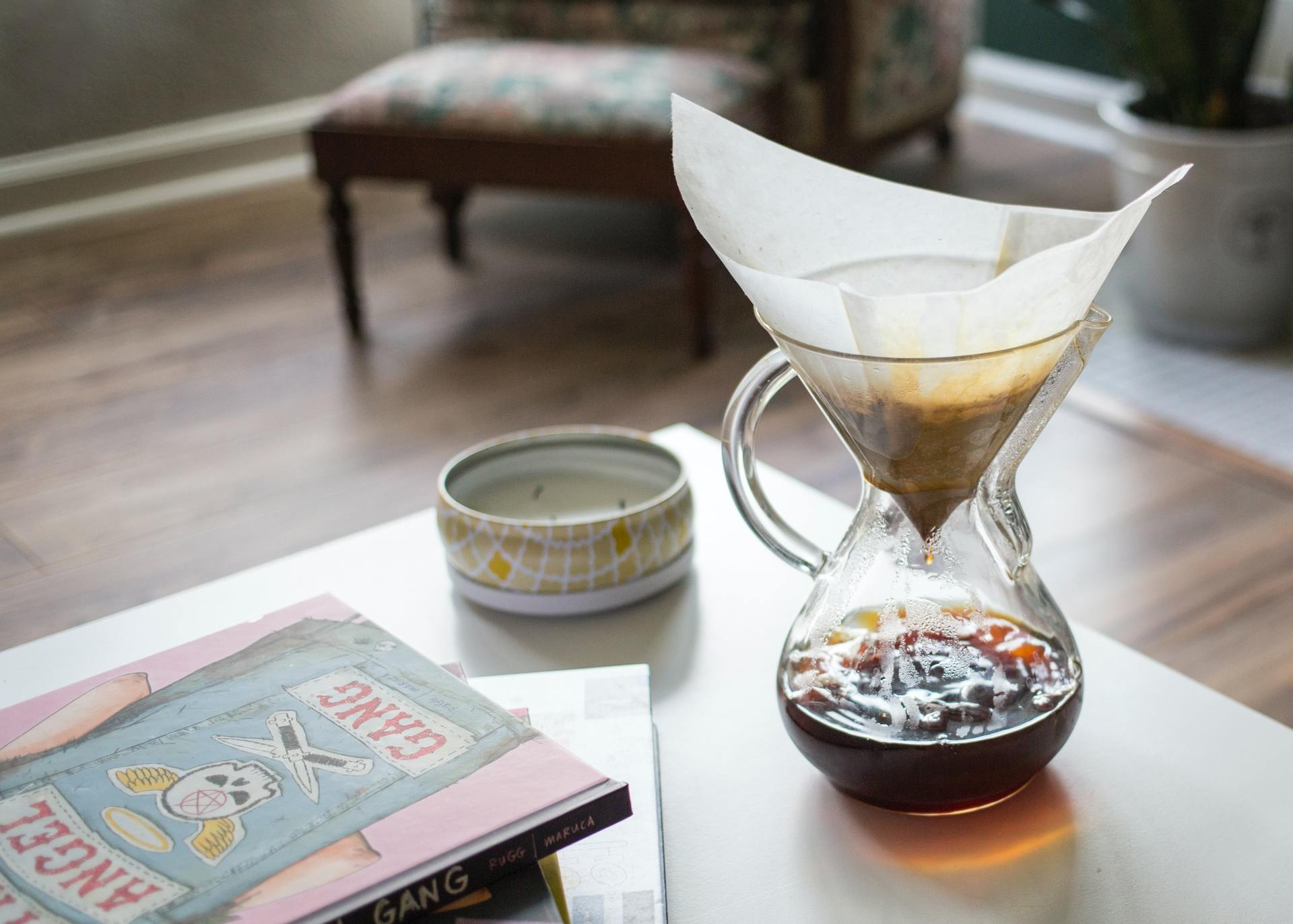 Не стоит бояться заваривать кофе в пуровере - на деле это просто и быстро. А количество напитка хватит на несколько гостей