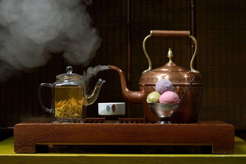 Чай и мороженое в