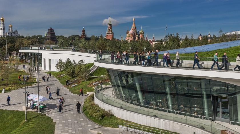 Вид из парка Зарядье на Кремль