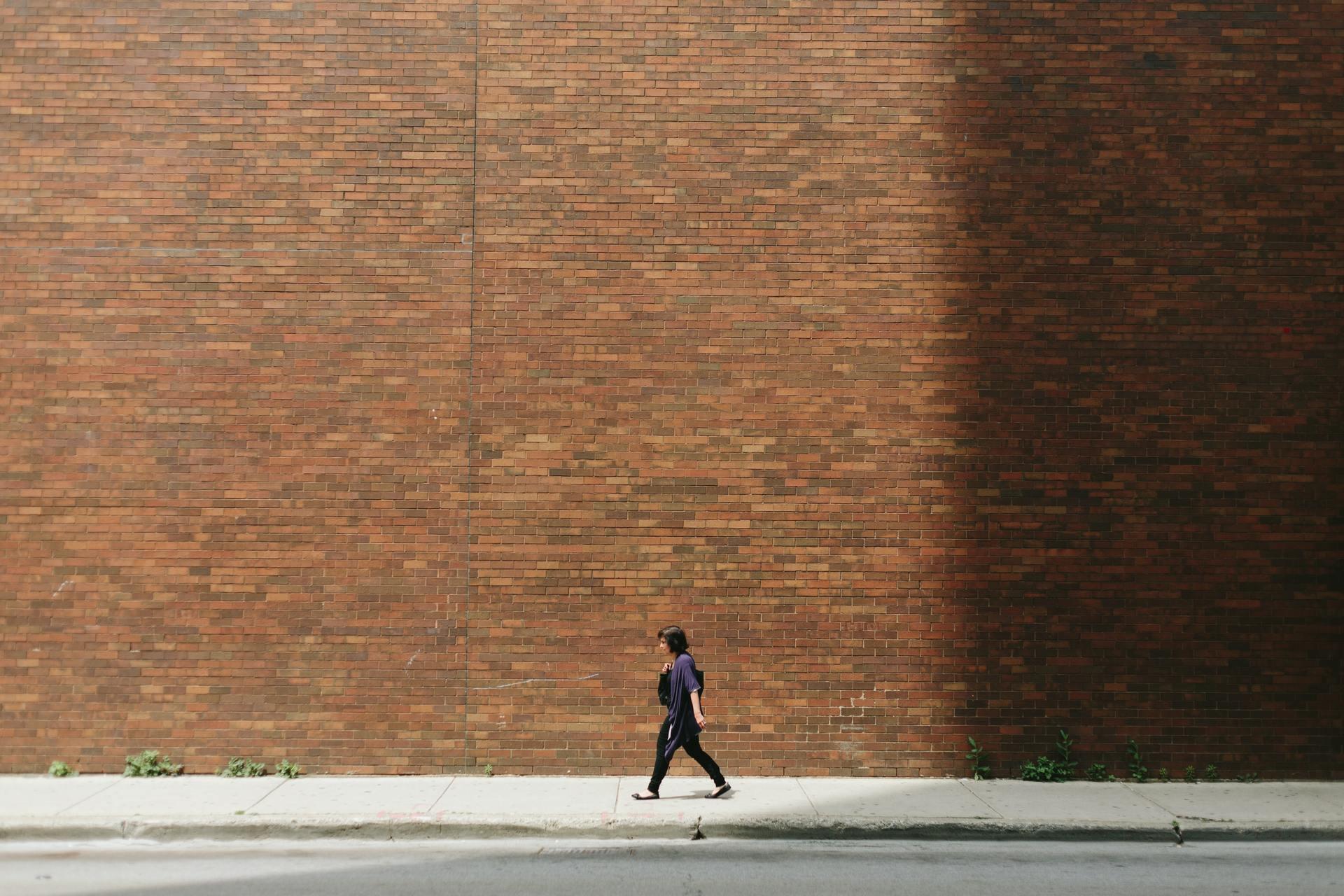 Короткие прогулки в течение рабочего дня полезны для продуктивности. Даже если рабочий день - ночь