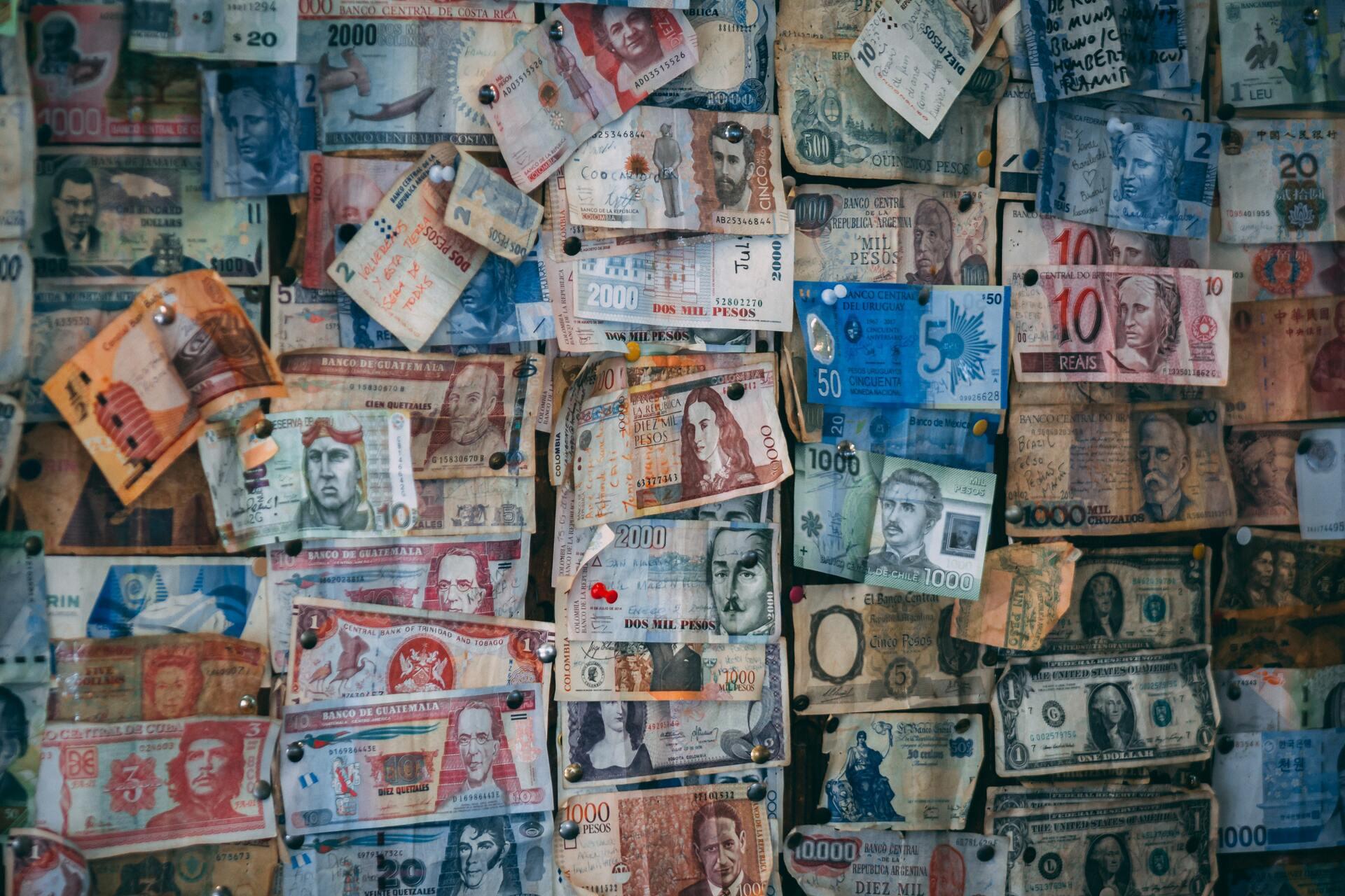 Храните деньги в разной валюте, чтобы не бояться перепадов их курса