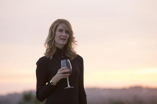 Лора Дерн играет сверхуспешную бизнес-леди Ренату