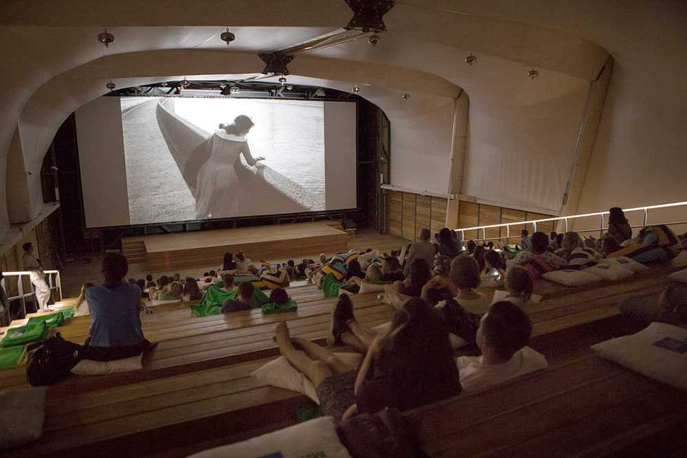 Летний кинотеатр на ВДНХ. Фото: kp.ru