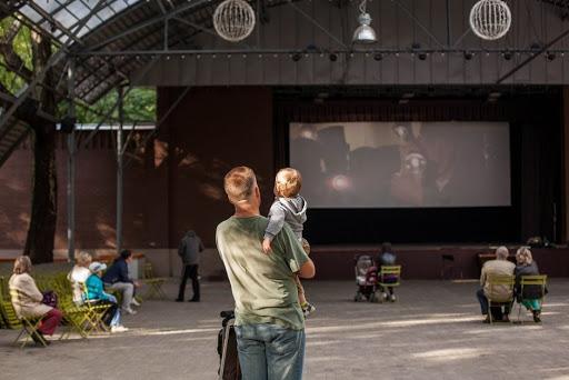Летний кинотеатр в Бабушкинском парке