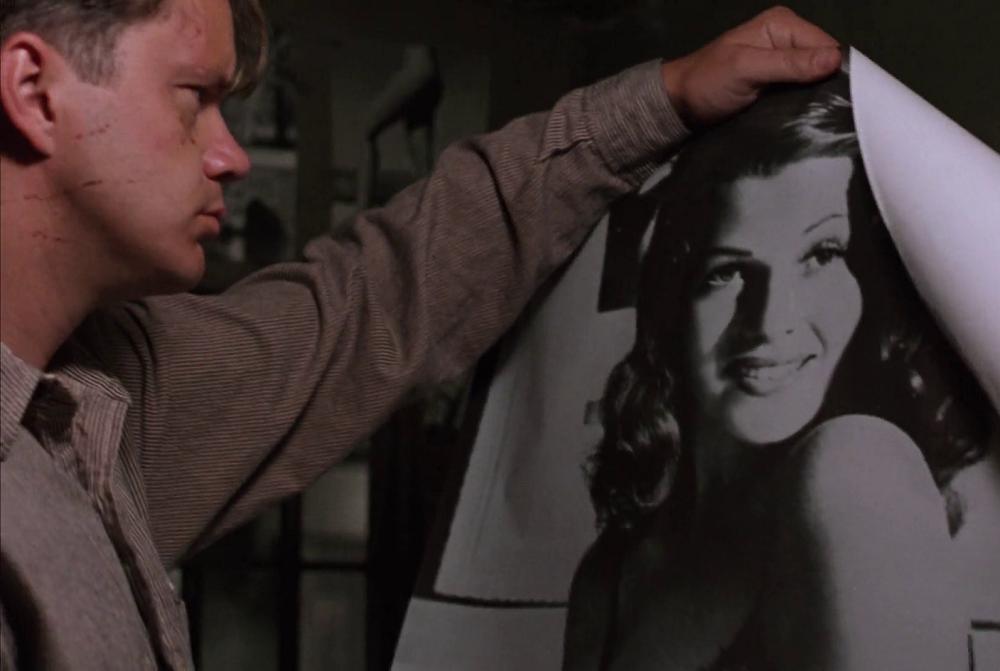 Плакат с Ритой Хейворт спас жизнь герою