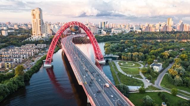 Если туристу думать, где погулять в Москве, долго не нужно — Красная Площадь, ВДНХ и Зарядье еще истоптаны, то местным хочется чего-нибудь новенького