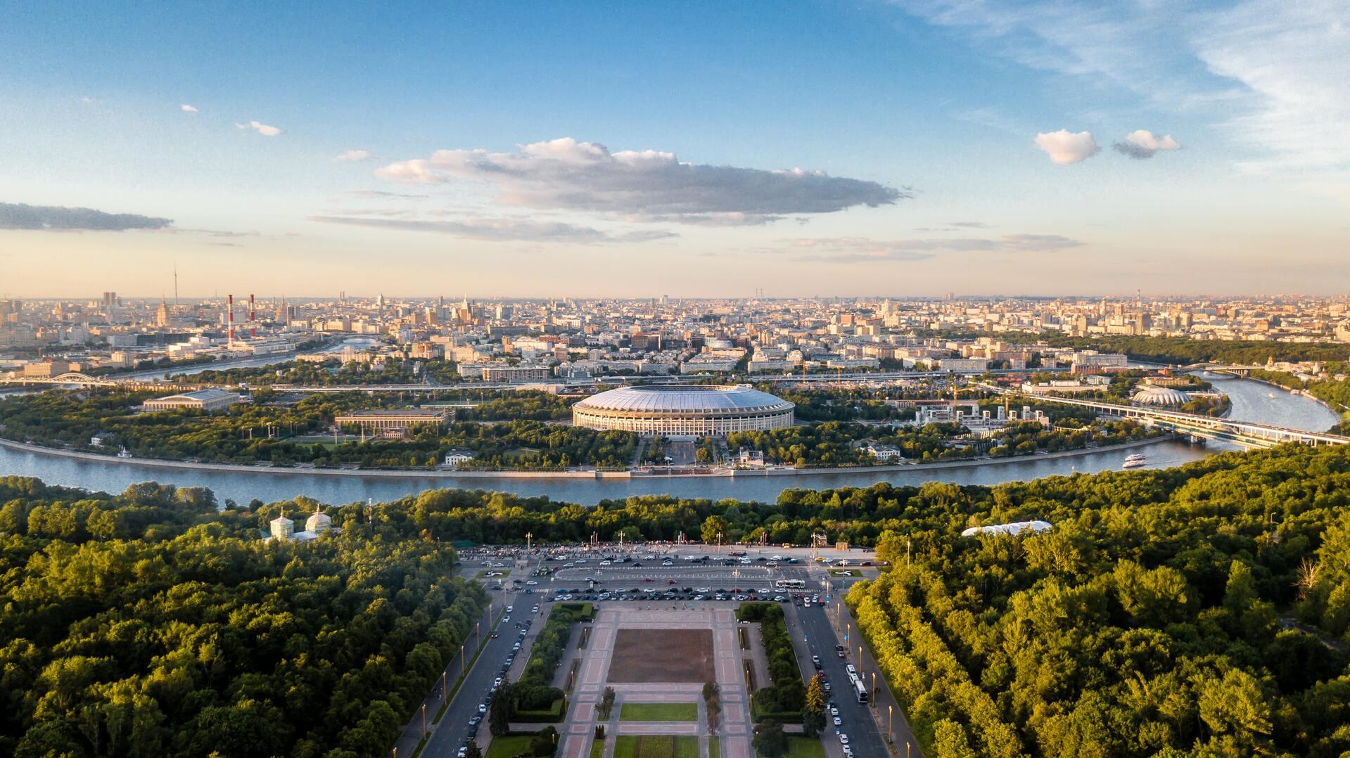 В Москве есть множество мест, где погулять - на самокате, велосипеде или пешком