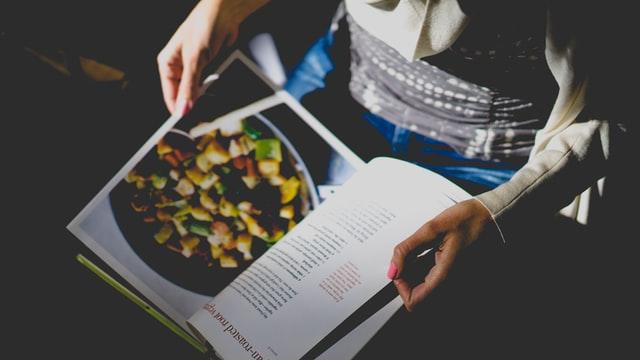 Допустим, вы решили научиться вкусно готовить. Какие же книги вам необходимо прочесть для этого?