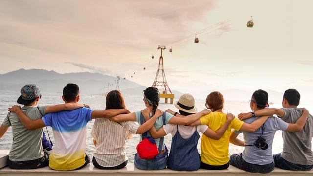 С возрастом найти друзей становится не так просто, как это было в школьные или университетские годы