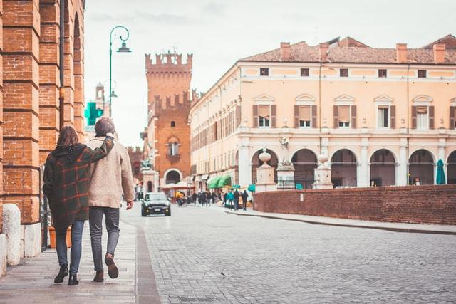 Организовать романтическую поездку на двоих не так просто: нужно учесть интересы двух сторон, выбрать нужное направление и позаботиться о программе