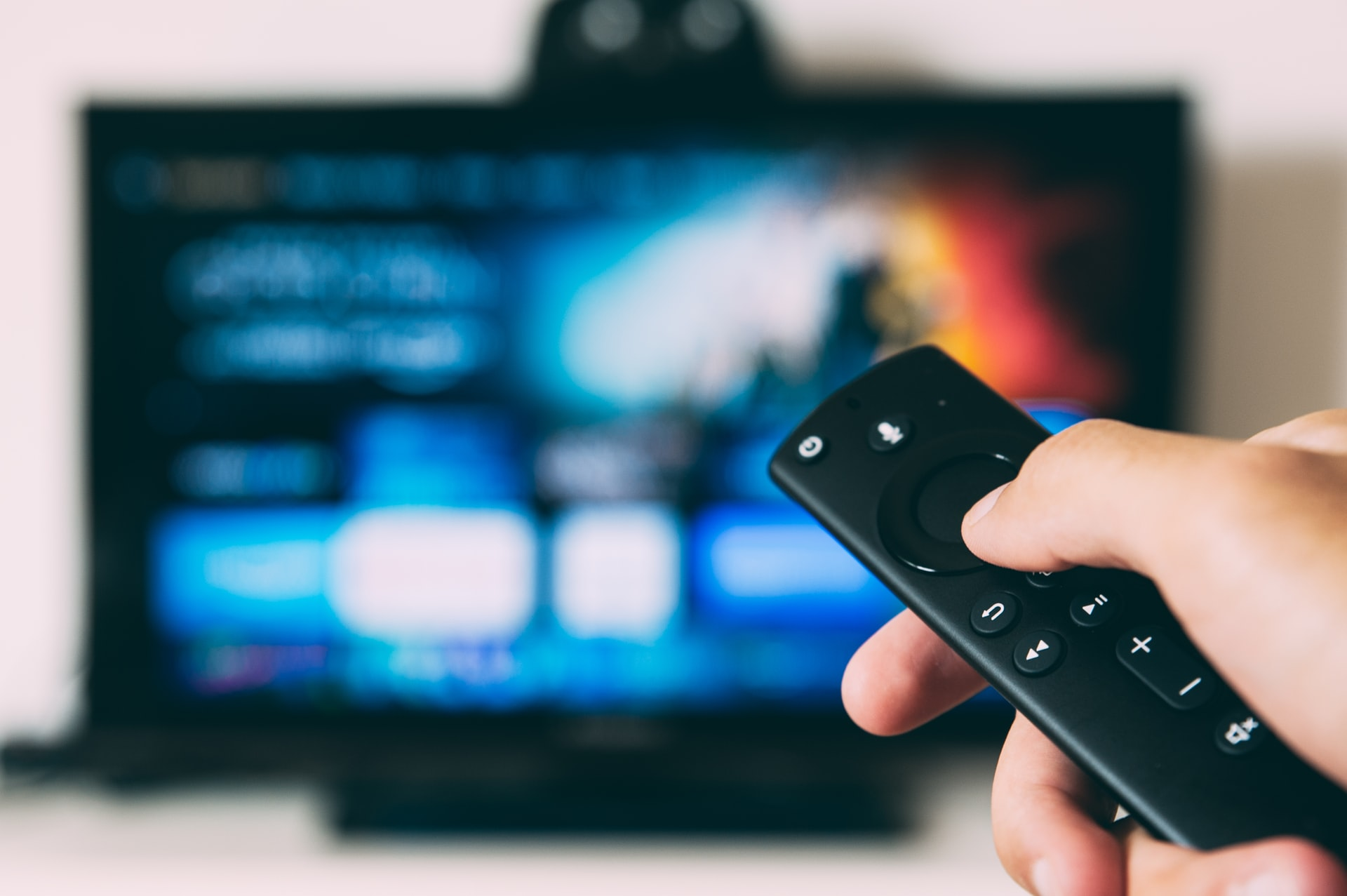 Посмотреть хороший фильм дома — отличный вариант времяпровождения для выходного дня