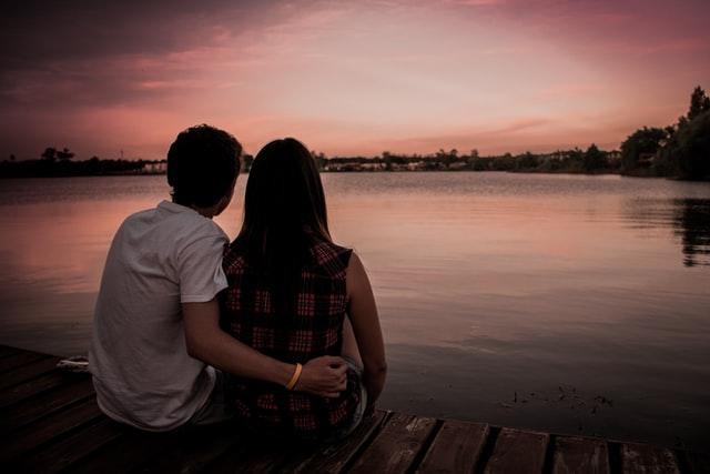 Люди верят в отношения и думают, что это и есть настоящая цель жизни: найти себе близкого человека и наслаждаться в этих отношениях