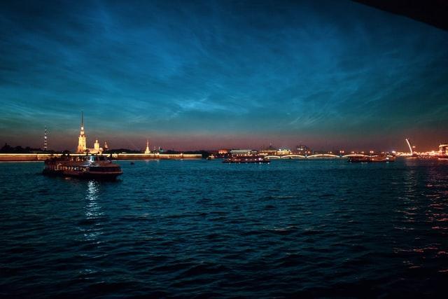 Если вы уже плавали по Петербургским каналам и были на классических водных экскурсиях, то настало время для чего-то новенького