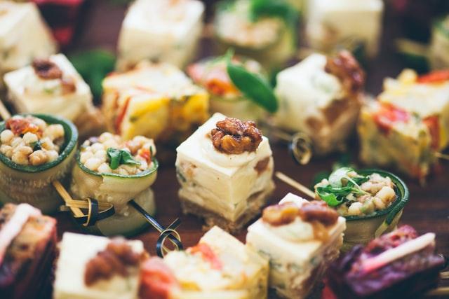 Самые душевные вписки — это те, где от общения с интересными людьми не отвлекает тяжесть в животе от еды навынос или джанк-фуда
