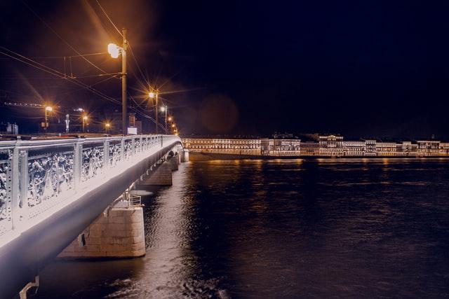 Если вы думаете, что знаете Москву и Санкт-Петербург вдоль и поперек, то приготовьтесь удивляться