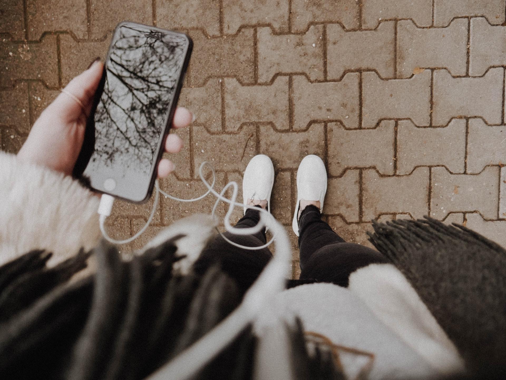 Для прослушивания подкастов нужен только телефон