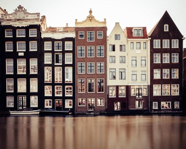 Веселый и атмосферный Амстердам прекрасно подходит для романтического путешествия