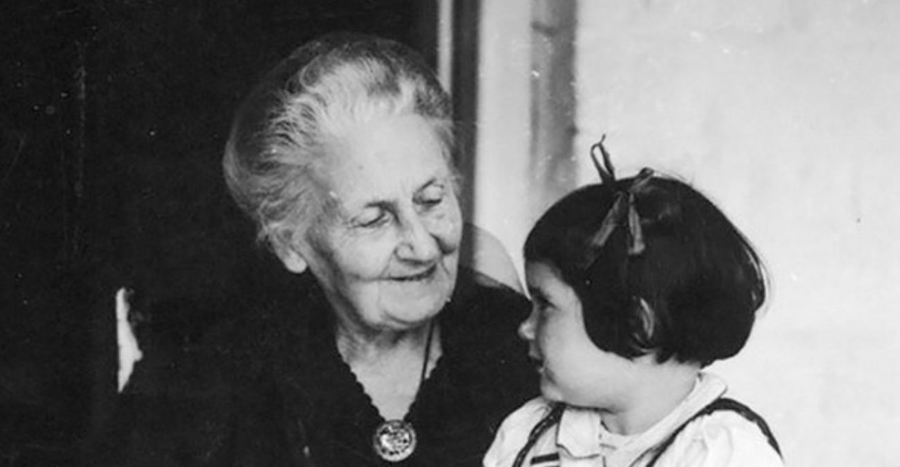 Мария Монтессори с детьми