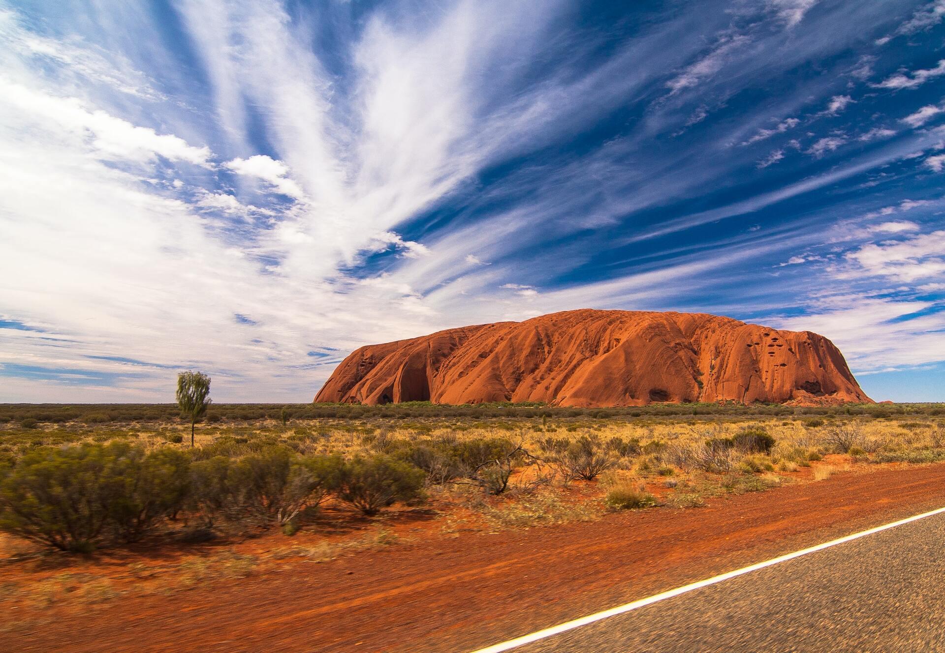 Деятельность человека превратила Австралазию из пышной зелёной местности в засушливый суровый континент