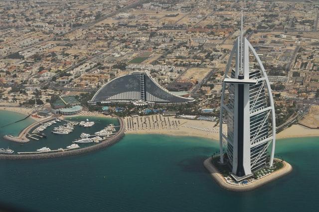 Владельцы гордо называют Бурдж-эль-Араб единственным 7-звездочным отелем в мире