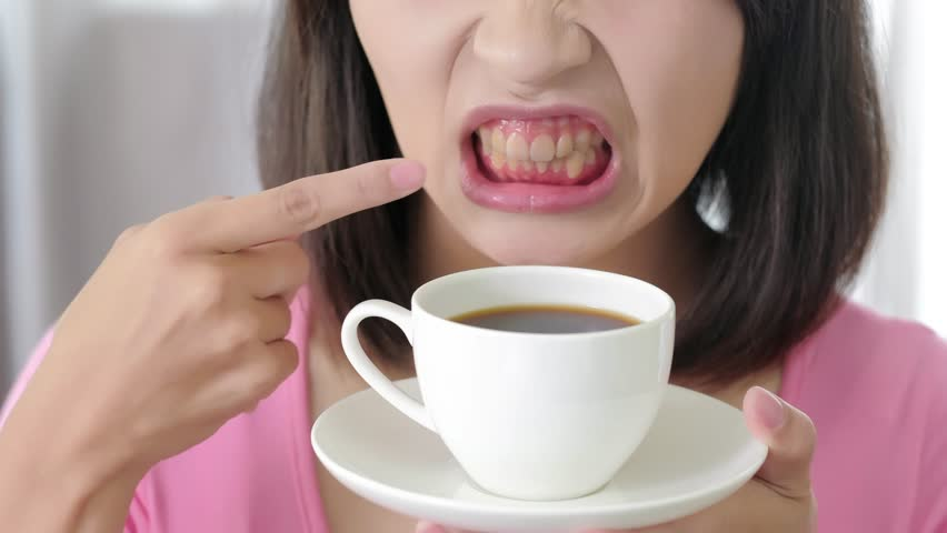 Кофе портит цвет эмали из-за содержащихся в нём танинов