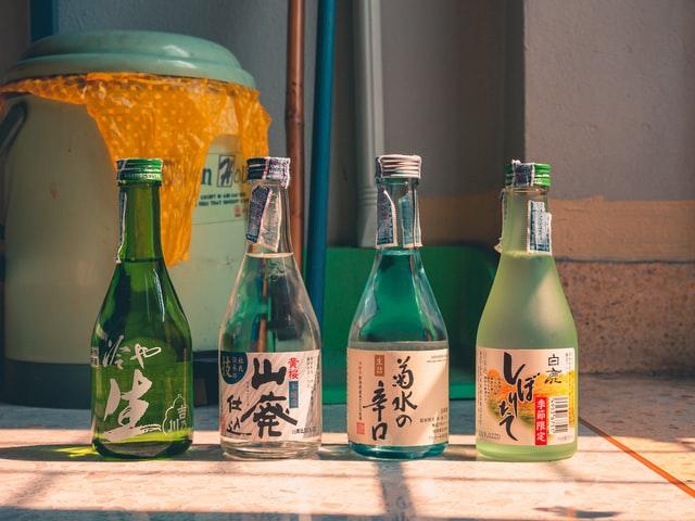 Многие ошибочно полагают, что саке – это японская водка, которую пьют исключительно в теплом виде